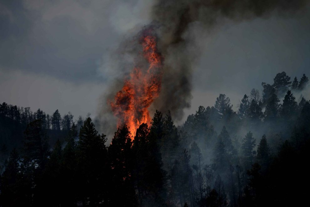 22.USA, Colorado Springs, 3 lipca 2012: Ogień szalejący w pobliżu góry Saint Francois. Foto: AFP