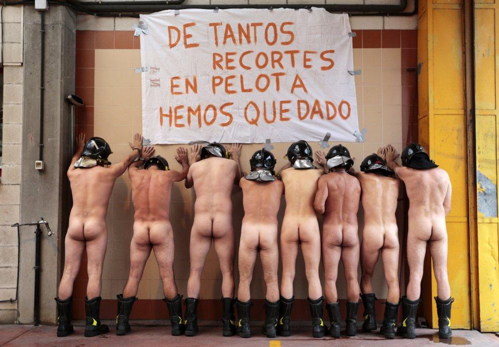 24.HISZPANIA, Asturias, 19 lipca 2012: Strażacy strajkujący przeciw cięciom budżetowym. AFP PHOTO / CESAR MANSO