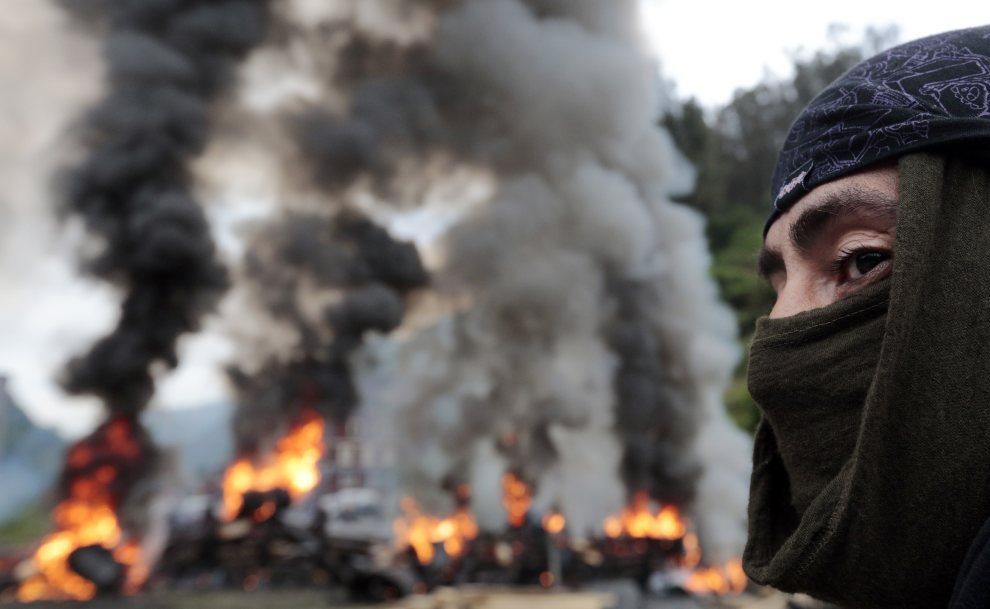 24.HISZPANIA, Caborana, 6 lipca 2012: Barykada podpalona przez protestujących górników. AFP PHOTO / CESAR MANSO