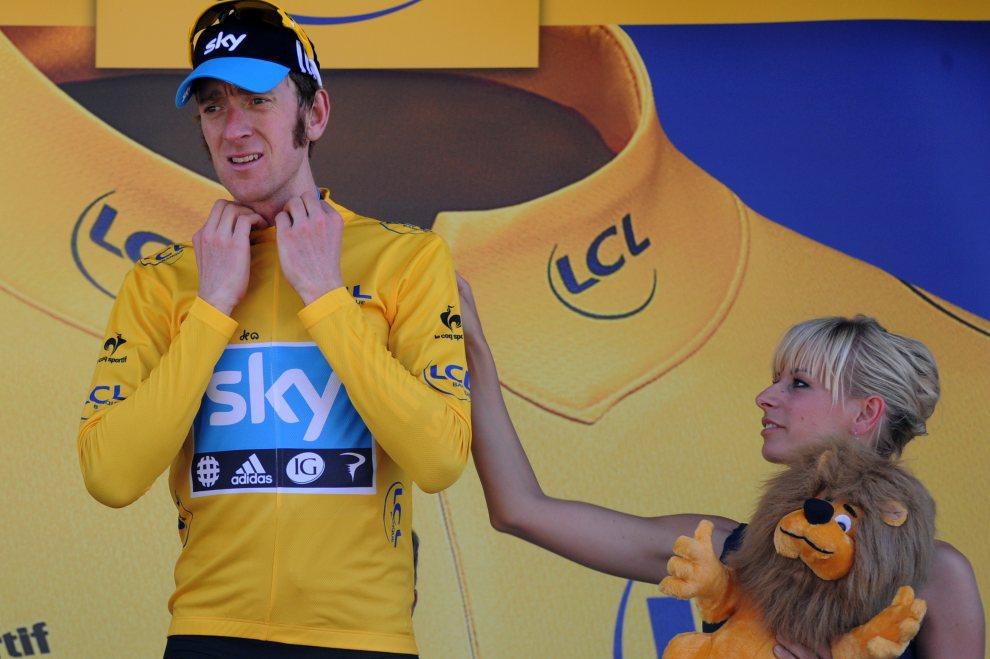 27.FRANCJA, Bagnères-de-Luchon, 18 lipca 2012: Bradley Wiggins na podium po 16. etapie wyścigu. AFP PHOTO / PASCAL PAVANI