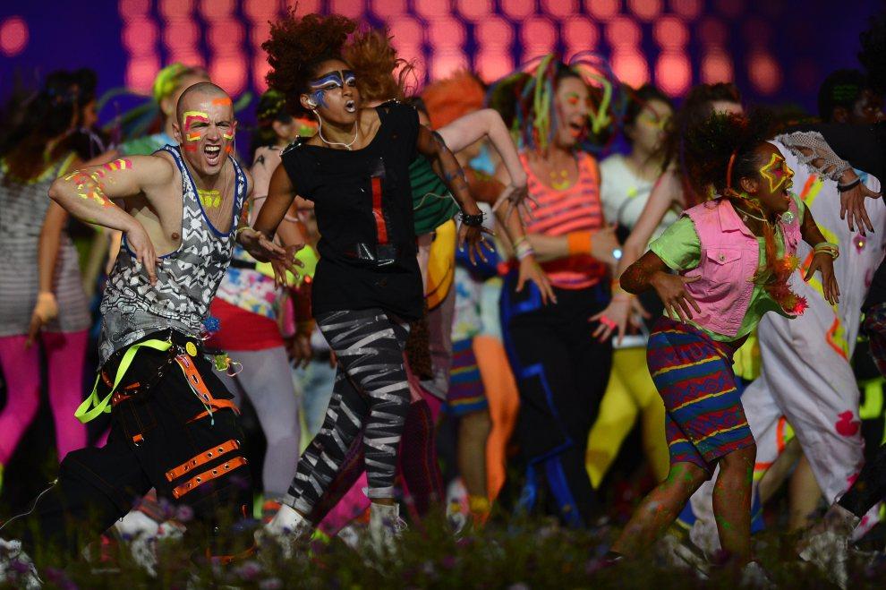 25.WIELKA BRYTANIA, Londyn, 27 lipca 2012: Występ grupy tanecznej podczas ceremonii otwarcia olimpiady. AFP PHOTO / ADRIAN DENNIS