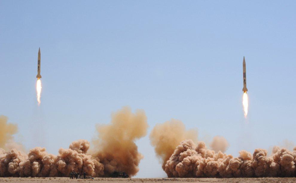 """25.SYRIA, nieznana lokalizacja, 11 lipca 2012: Odpalenie rakiet """"Joulan 1"""" i """"Joulan 2"""", w trakcie manewrów. AFP PHOTO / HO / SANA"""