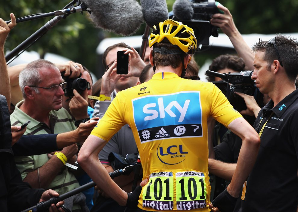 28.FRANCJA, Belfort, 8 lipca 2012: Bradley Wiggins udziela wywiadu. (Foto: Bryn Lennon/Getty Images)