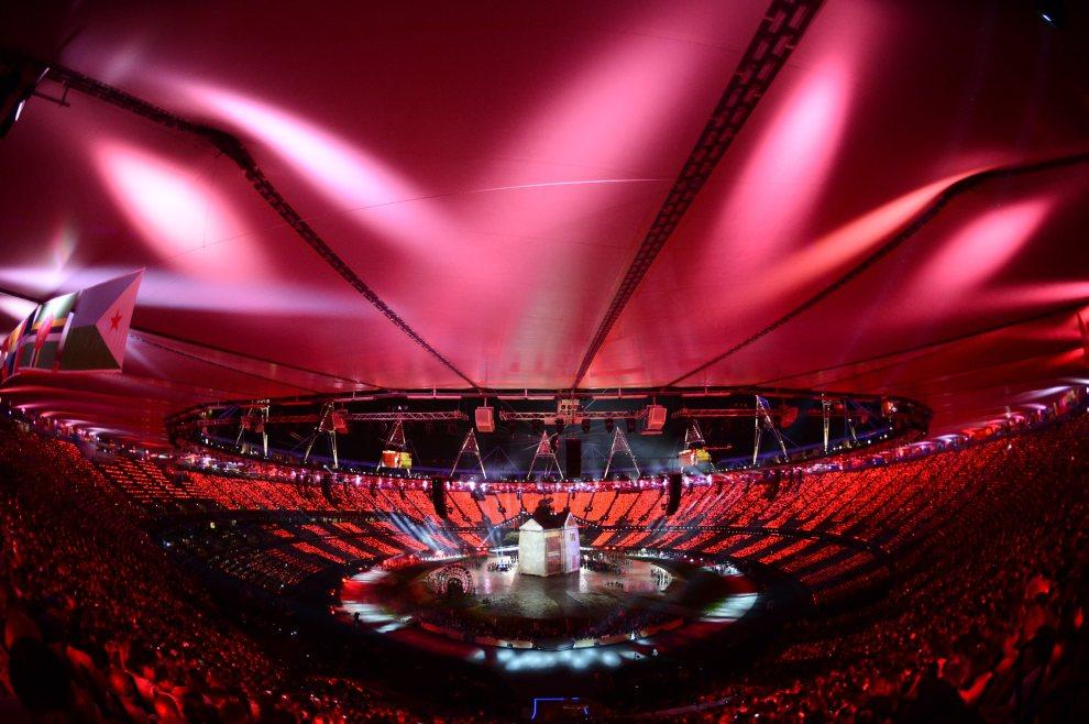 26.WIELKA BRYTANIA, Londyn, 27 lipca 2012: Widok na stadion olimpijski w czasie ceremonii otwarcia. AFP PHOTO / FRANCK FIFE