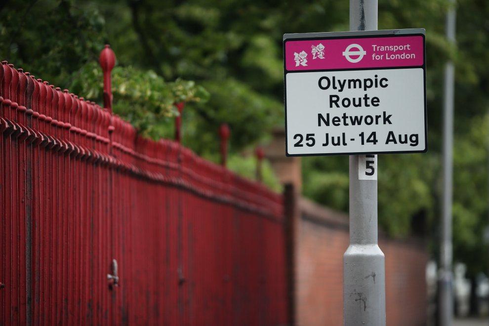 29.WIELKA BRYTANIA, Londyn, 16 lipca 2012: Znak informujący o datach otwarcia pasów ruchu dla uczestników olimpiady. (Foto: Dan Kitwood/Getty Images)