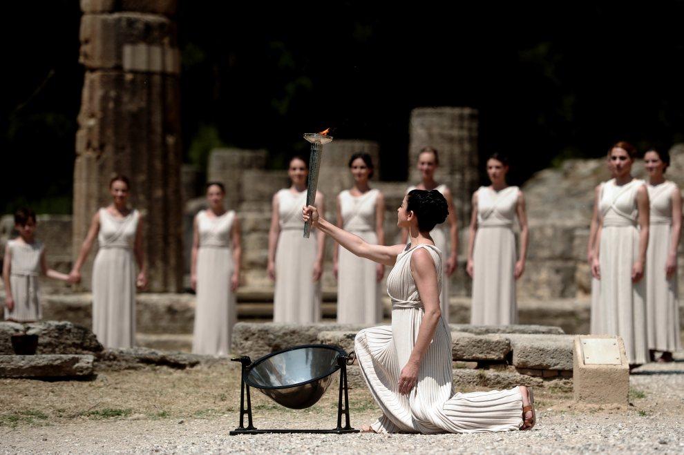 2.GRECJA, Olimpia, 10 maja 2012: Uroczystość odpalenia ognia olimpijskiego. AFP PHOTO / Aris Messinis