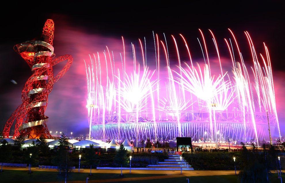 33.000_DV1224770 - WIELKA BRYTANIA, Londyn: Panorama najbliższej okolicy wokół stadionu olimpijskiego. AFP PHOTO / MARTIN BUREAU