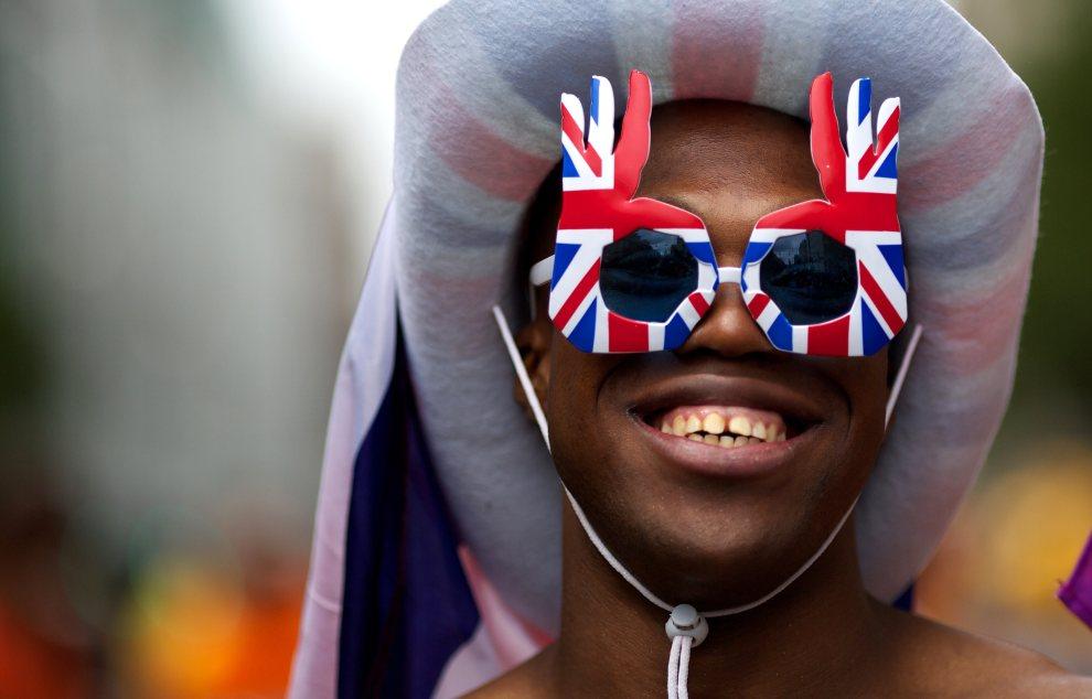 3.WIELKA BRYTANIA, Londyn, 7 lipca 2012: Uczestnik parady mniejszości seksualnych. AFP PHOTO/ANDREW COWIE