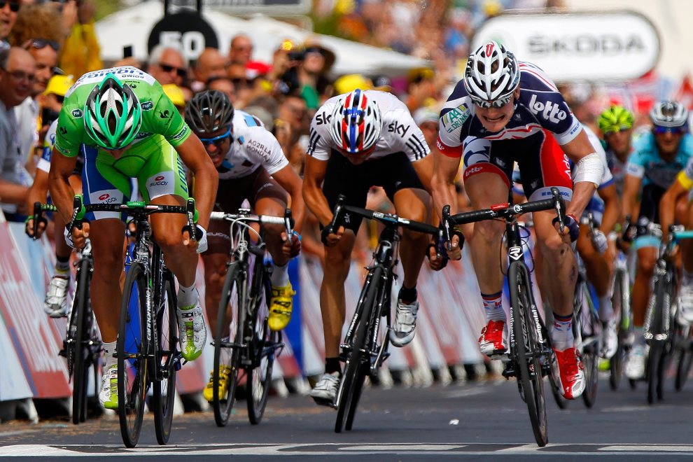 44.FRANCJA, Cap d'Agde, 14 lipca 2012: Andre Greipel (po prawej) finiszuje jako pierwszy na 13. etapie. (Foto: Doug Pensinger/Getty Images)