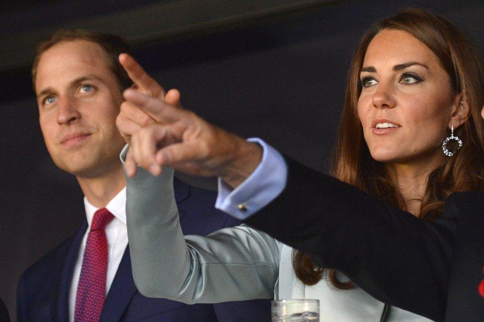 4.WIELKA BRYTANIA, Londyn, 27 lipca 2012: Książę William z żoną podczas uroczystości otwarcia olimpiady. AFP PHOTO / Pool / Toby Melville