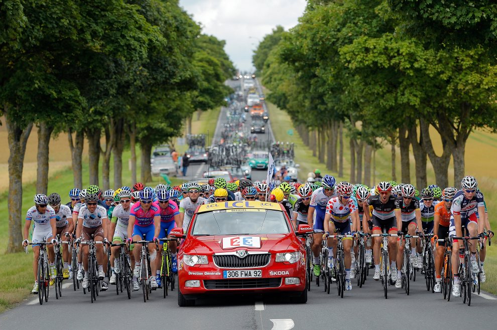 4.FRANCJA, Epernay, 6 lipca 2012: Peleton tuż po starcie do szóstego etapu Tour de FRANCJA. (Foto: Doug Pensinger/Getty Images)