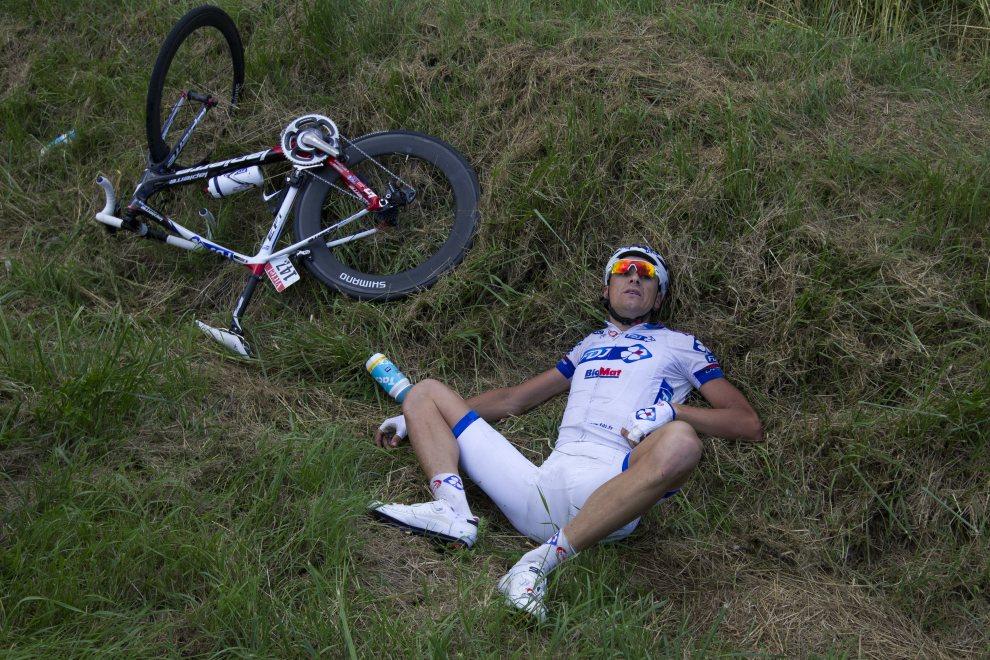 6.FRANCJA, Metz, 6 lipca 2012: Anders Lund, który ucierpiał w wyniku kraksy na 6. etapie Tour de Francje. AFP PHOTO / JOEL SAGET