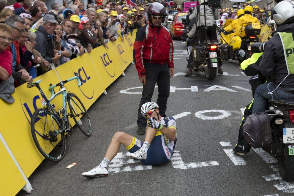 7.FRANCJA, Boulogne-sur-Mer, 3 lipca 2012: Marco Marcato po upadku na mecie trzeciego etapu. AFP PHOTO / JOEL SAGET