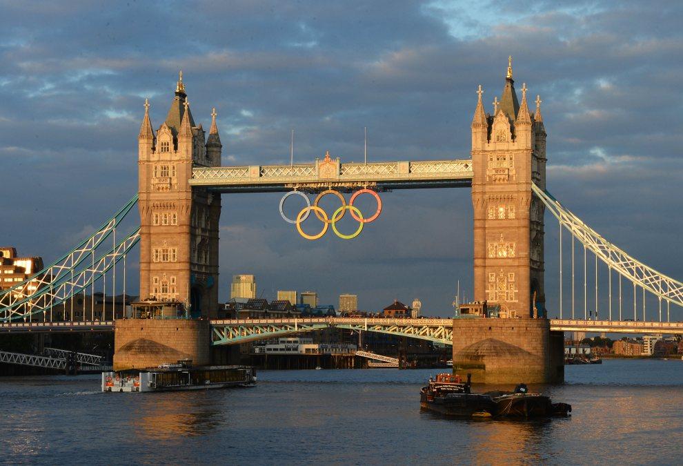 7.WIELKA BRYTANIA, Londyn, 15 lipca 2012: Panorama Londynu z widokiem na Tower Bridge. AFP PHOTO/MIGUEL MEDINA