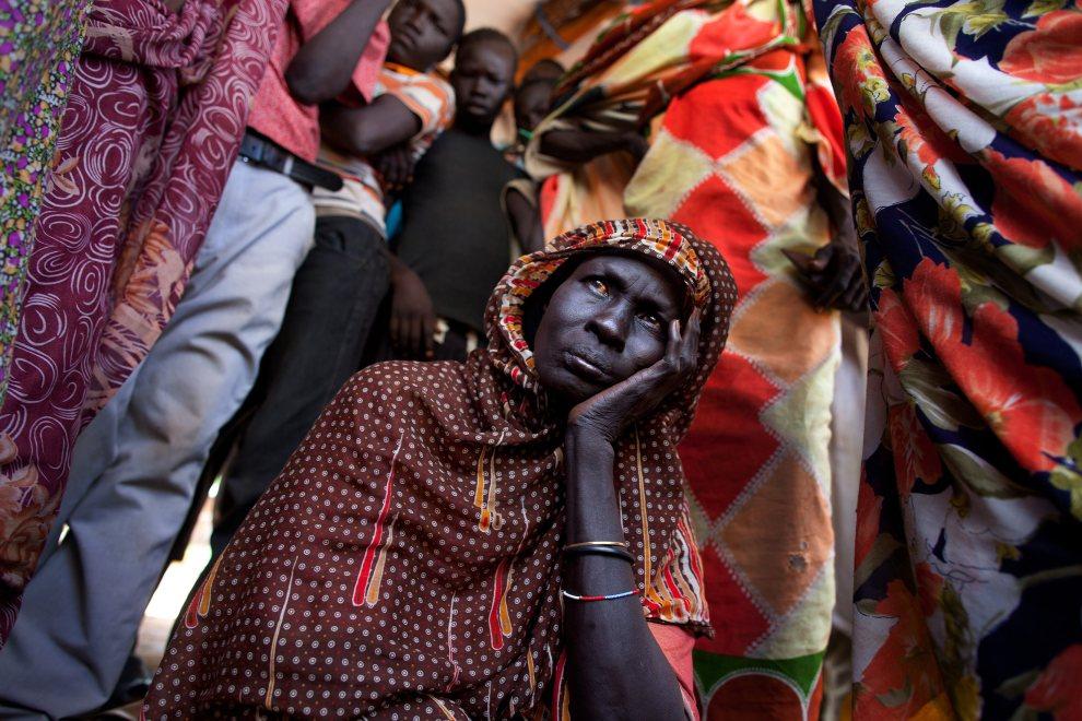 7.SUDAN POŁUDNOWY, obóz dla uchodźców w Yida, 3 lipca 2012: Uchodźcy czekają w kolejce na rejestrację w obozie dla uchodźców. (Foto: Paula   Bronstein/Getty Images)