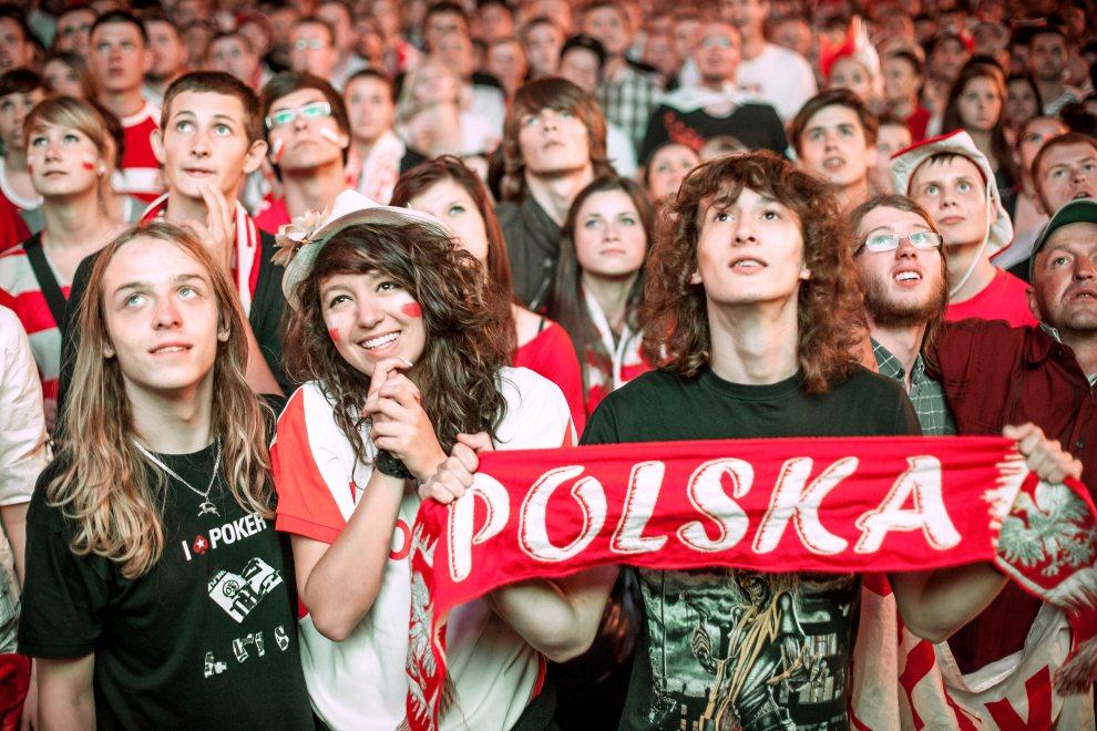 8.POLSKA, Warszawa, 12 czerwca 2012: Polscy kibice w strefie kibica podczas meczu z Rosją. AFP PHOTO/WOJTEK RADWANSKI