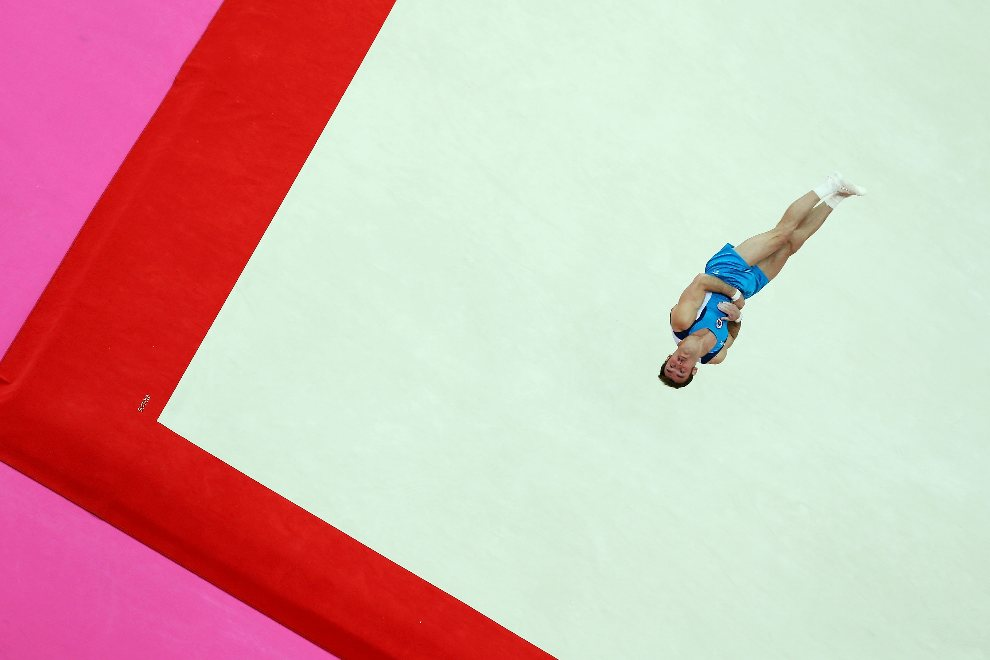 10.WIELKA BRYTANIA, Londyn, 5 sierpnia 2012: Enrique Tomas Gonzalez Sepulveda (Chile) w trakcie występu gimnastycznego na macie w North Greenwich Arena. (Foto:   Quinn Rooney/Getty Images)