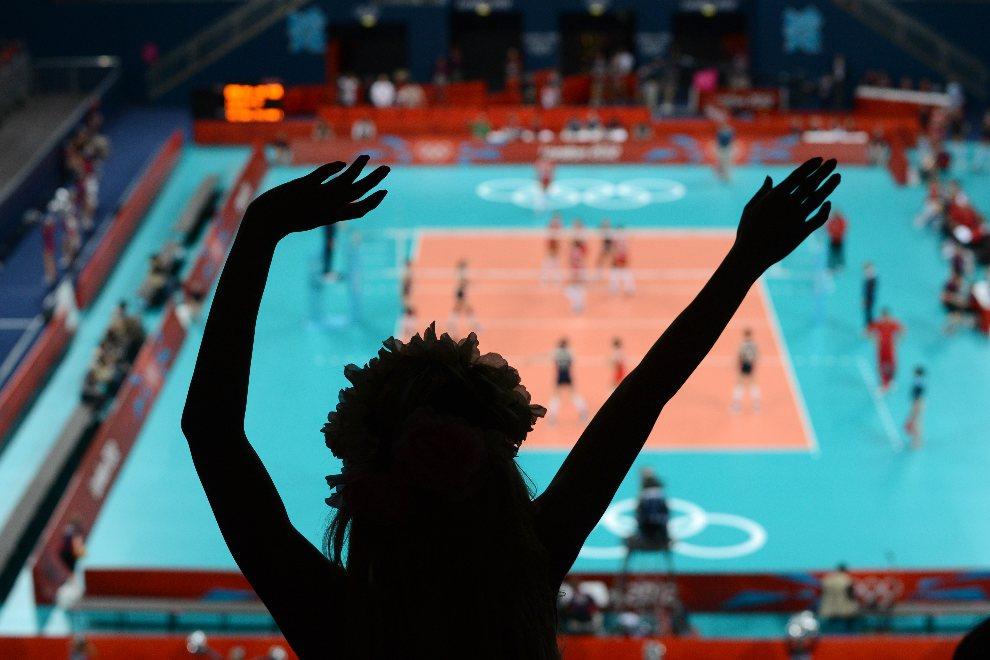 12.WIELKA BRYTANIA, Londyn, 30 lipca 2012: Kibicka z Turcji dopinguje swoja reprezentację w meczu z Chinami. AFP PHOTO/KIRILL KUDRYAVTSEV