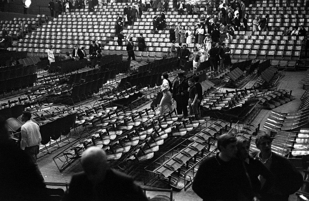 13.FRANCJA, Paryż, 21 czerwca 1965: Widownia po występnie zespołu. AFP
