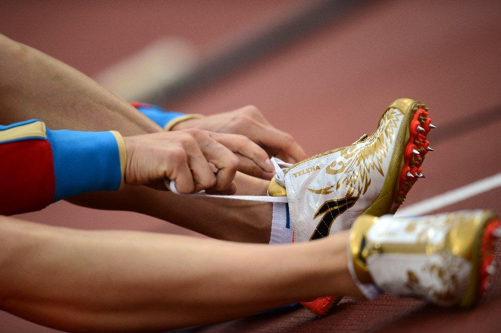 13.WIELKA BRYTANIA, Londyn, 6 sierpnia 2012: Jelena Isinbajewa przygotowuje się do występu (skok o tyczce). AFP PHOTO / FRANCK FIFE