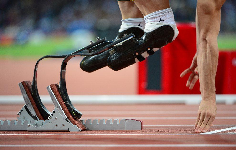 14.WIELKA BRYTANIA, Londyn, 5 sierpnia 2012: Oscar Pistorius przygotowuje się  do biegu na dystansie 400 m. AFP PHOTO / OLIVIER MORIN