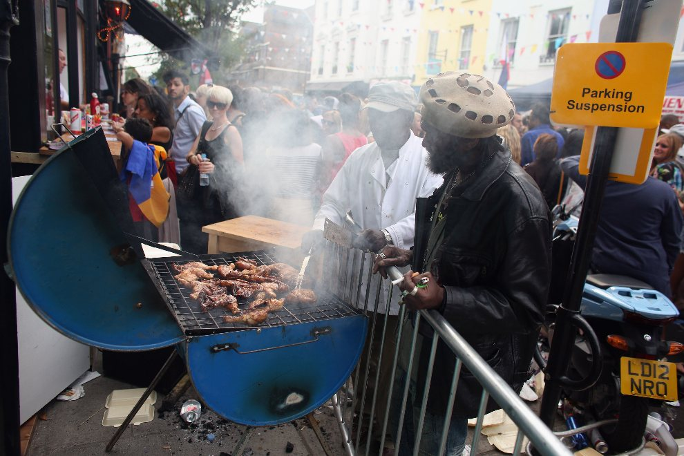 14.WIELKA BRYTANIA, Londyn, 26 sierpnia 2012: Grill uliczny wystawiony przy jednej z ulic Notting Hill. (Foto: Oli Scarff/Getty Images)