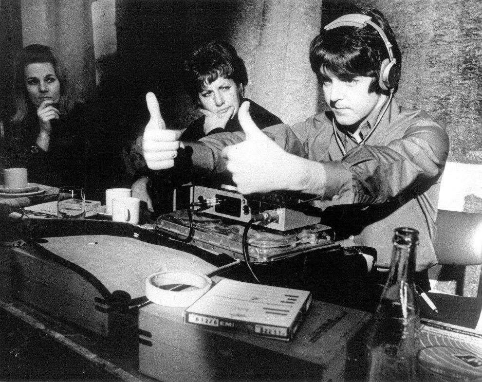 """14.Brak lokalizacji, Luty 1968: Paul McCartney reaguje w trakcie produkcji filmu """"Żółta łódź podwodna"""". (Foto: Keystone Features/Getty Images)"""