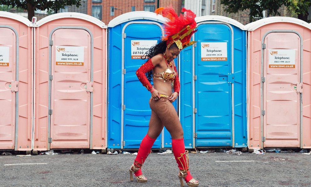 15.WIELKA BRYTANIA, Londyn, 27 sierpnia 2012: Uczestniczka zabawy zorganizowanej z okazji Notting Hill Carnival. AFP PHOTO/ TOPSHOTS/ WILL OLIVER