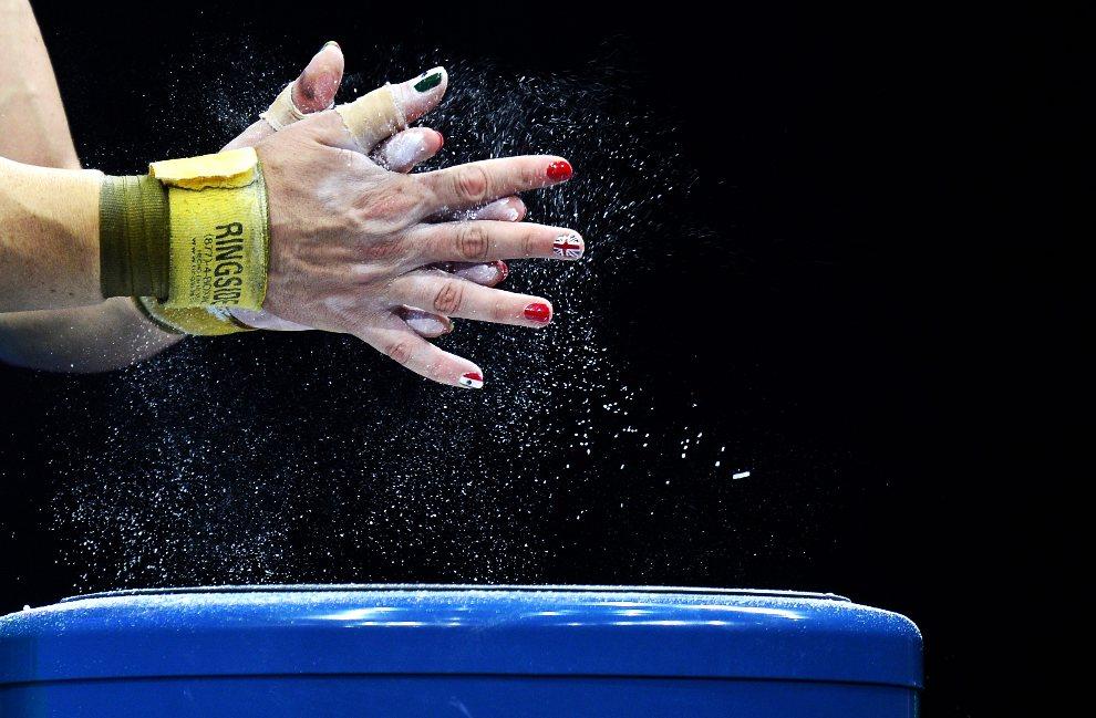 17.WIELKA BRYTANIA, Londyn, 31 lipca 2012: Luz Mercedes Acosta Valdez (Meksyk) przygotowuje się do podnoszenia sztangi. AFP PHOTO / YURI CORTEZ