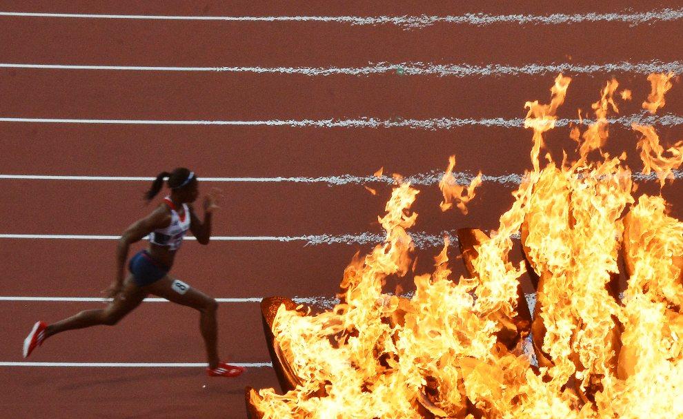 1.WIELKA BRYTANIA, Londyn, 4 sierpnia 2012: Shana Cox biegnie w półfinale na dystansie 400 m. AFP PHOTO / JEWEL SAMAD