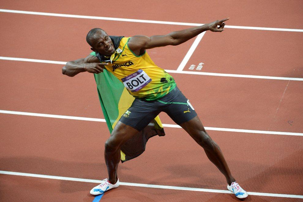 21.WIELKA BRYTANIA, Londyn, 5 sierpnia 2012: Usain Bolt cieszy się ze zwycięstwa w finałowym biegu na 100 m. AFP PHOTO / CHRISTOPHE SIMON