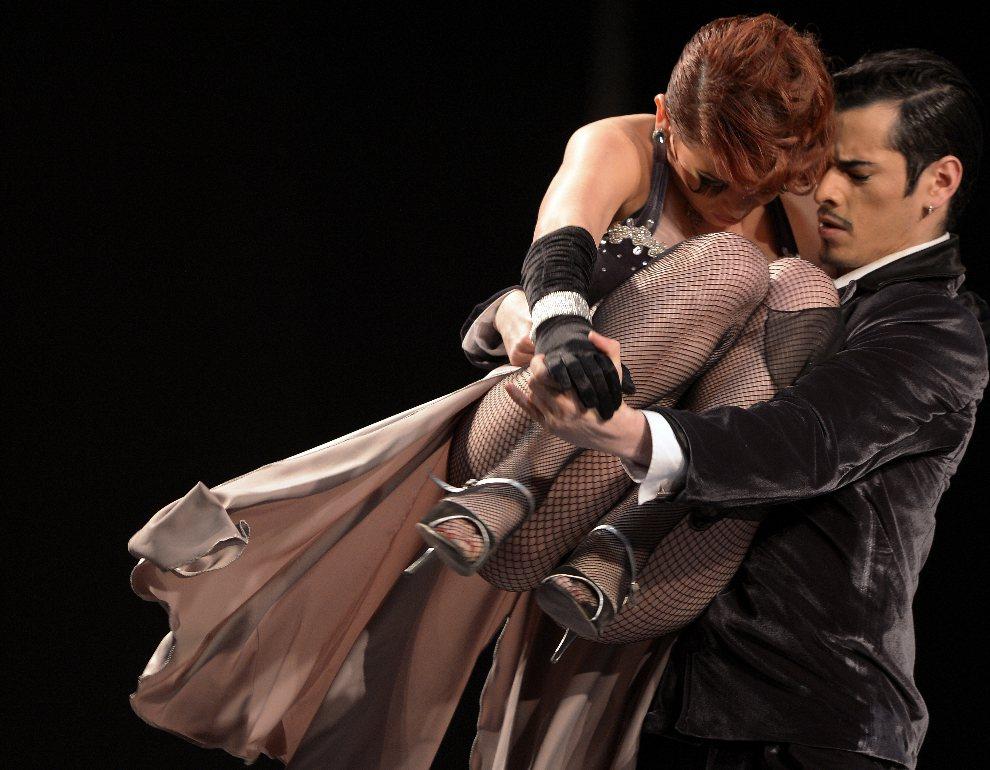 21.ARGENTINA, Buenos Aires, 25 sierpnia 2012: Geraldine Blanco i Juan Segui tańczący tango. AFP PHOTO / Alejandro PAGNI