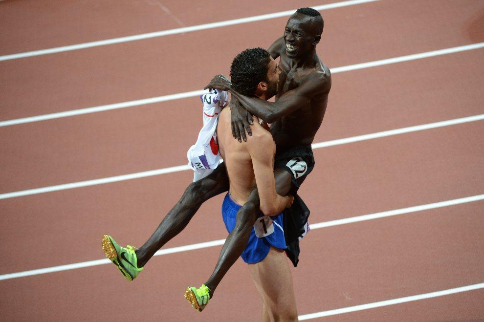 22.WIELKA BRYTANIA, Londyn, 5 sierpnia 2012: Ezekiel Kemboi (Kenia) cieszy się ze zwycięstwa w biegu na 3000 metrów z przeszkodami. AFP PHOTO / CHRISTOPHE SIMON
