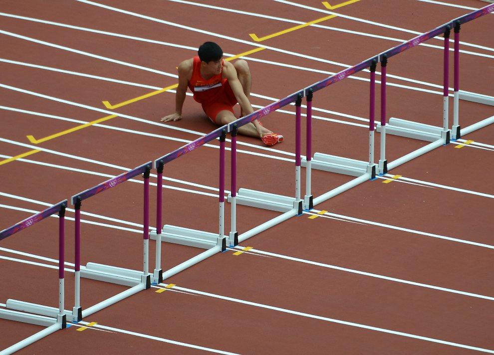23.WIELKA BRYTANIA, Londyn, 7 sierpnia 2012: Liu Xiang (Chiny) po upadku w biegu na 100 m przez płotki. AFP PHOTO / JOHANNES EISELE