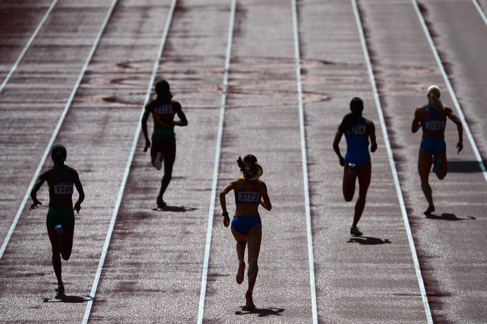24.WIELKA BRYTANIA, Londyn, 3 sierpnia 2012: Uczestniczki biegu na dystansie 400 metrów. AFP PHOTO / JOHANNES EISELE