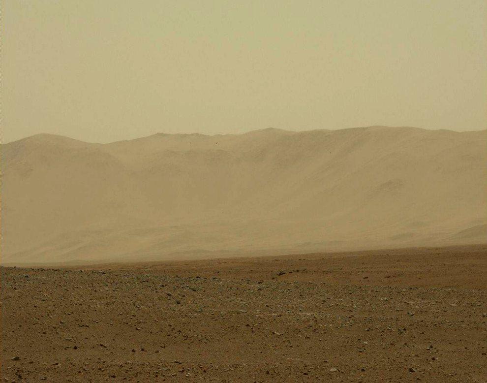 29.MARS, 9 sierpnia 2012: Zdjęcie udostępnione przez NASA, na którym widać powierzchnię Marsa. AFP PHOTO/HANDOUT/ NASA/JPL-Caltech/Malin Space Science Systems