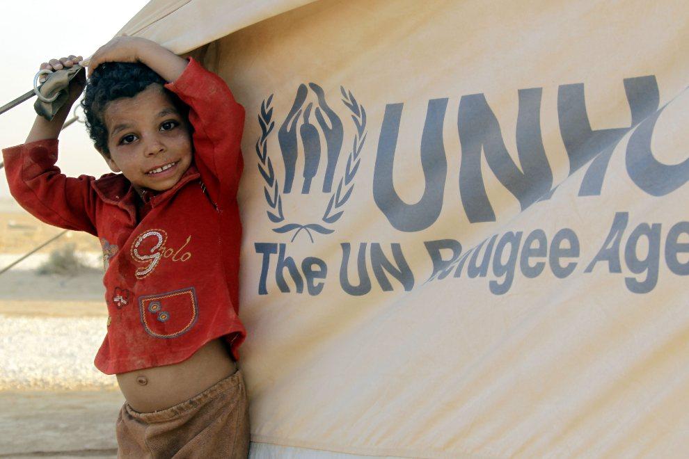 2.JORDANIA, Mafraq, 31 lipca 2012: Syryjski chłopiec przebywający w obozie dla uchodźców na terenie Jordanii. AFP PHOTO/KHALIL MAZRAAWI