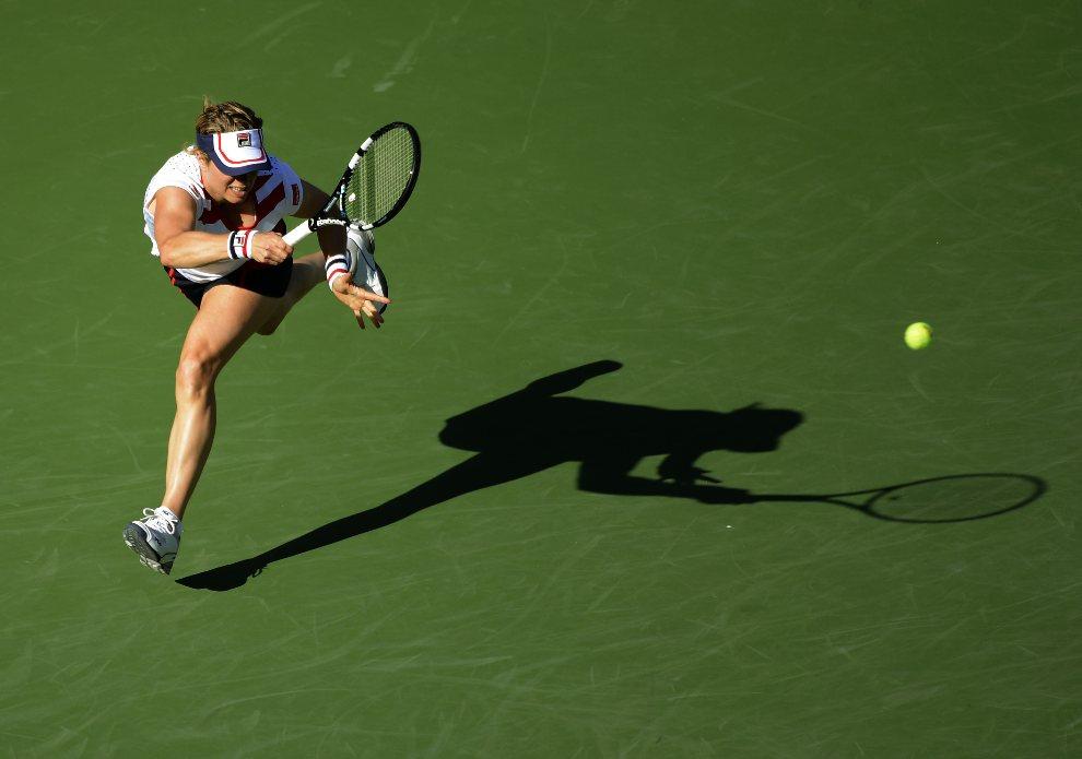 30.USA, Nowy Jork, 29 sierpnia 2012: Kim Clijsters w trakcie meczu z Laurą Robson na turnieju US Open. AFP PHOTO / TIMOTHY A. CLARY