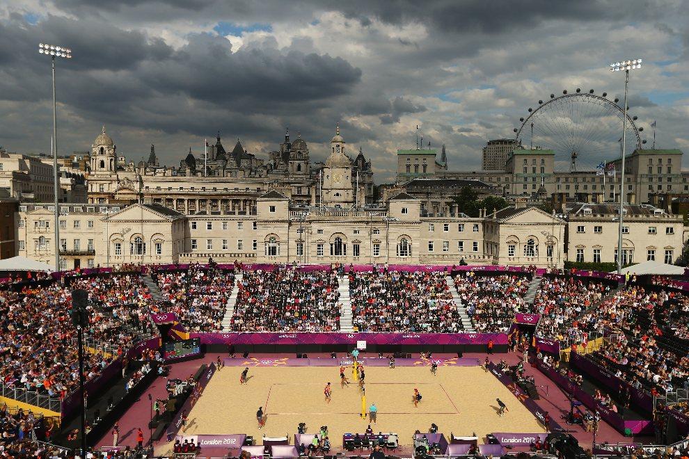 31.WIELKA BRYTANIA, Londyn, 28 lipca 2012: Panorama okolicy wokół boiska do siatkówki plażowej. (Foto:  Ryan Pierse/Getty Images)