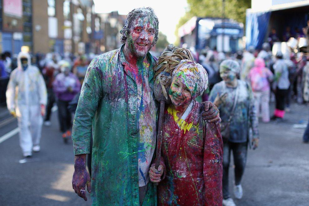 33.WIELKA BRYTANIA, Londyn, 26 sierpnia 2012: Para uczestników karnawału w Notting Hill. (Foto: Oli Scarff/Getty Images)