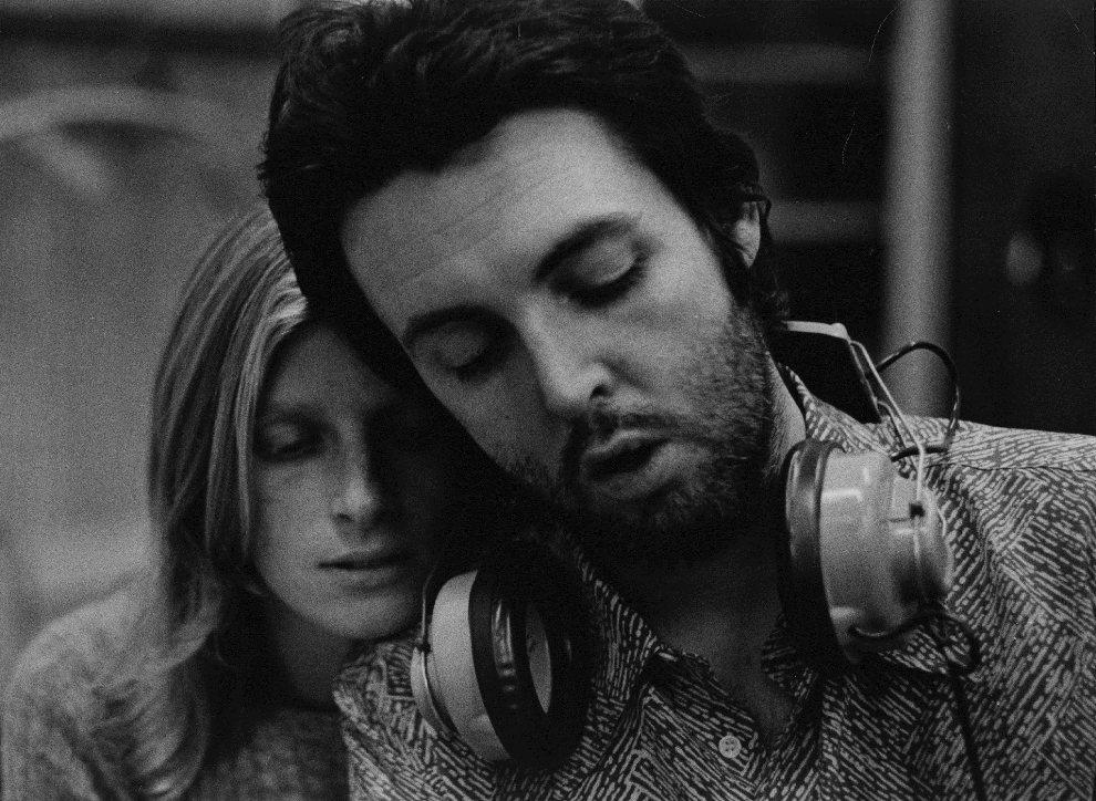 39.USA, Nowy Jork, styczeń 1971: Paul McCartney pracuje w studio w towarzystwie żony – Lindy. (Foto: Hulton Archive/Getty Images)