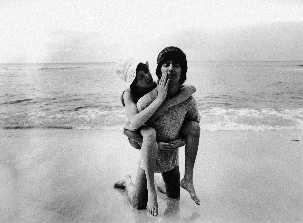 41.BARBADOS, styczeń / luty 1966: Miesiąc miodowy George'a Harrisona i Patti Boyd. (Foto: Express Newspapers/Getty Images)