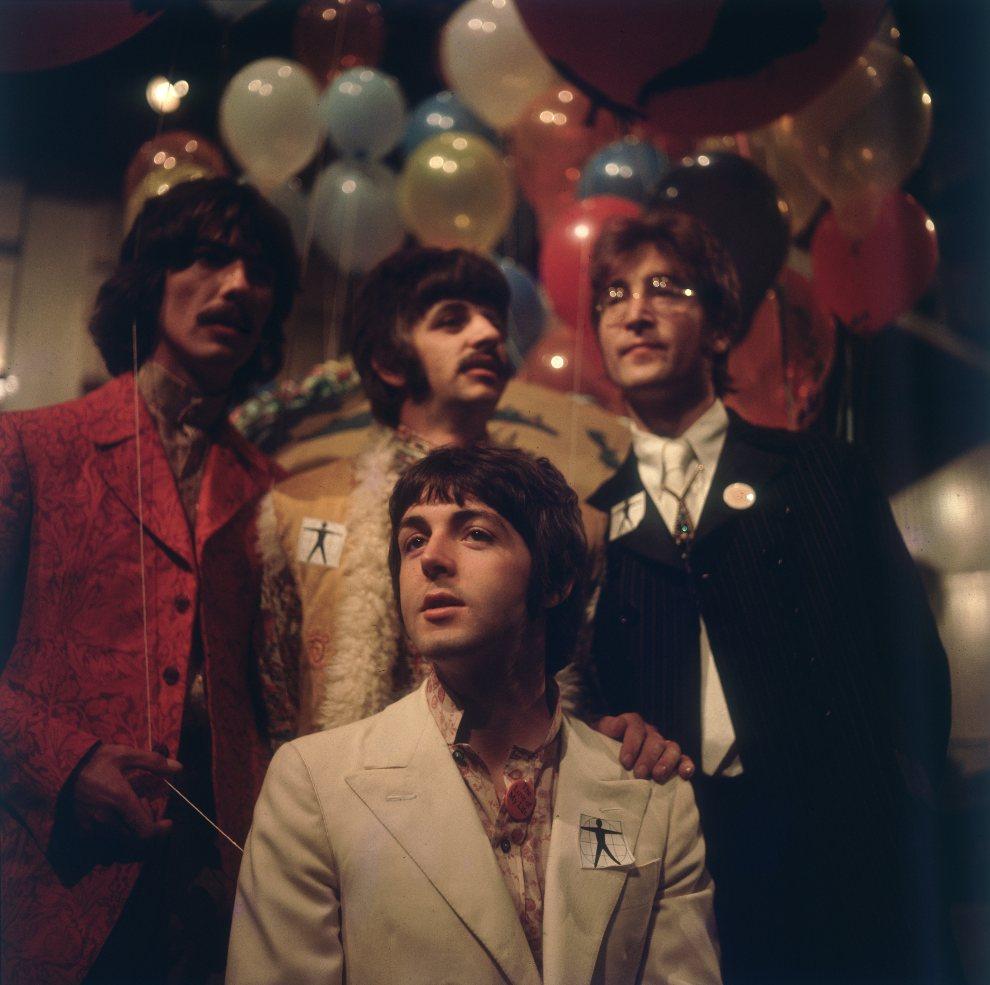 42.WIELKA BRYTANIA, Londyn, 1 czerwca 1967: Członkowie The Beatles pozują do zdjęcia w studiu Abbey Road. (Foto: BIPs/Getty Images)