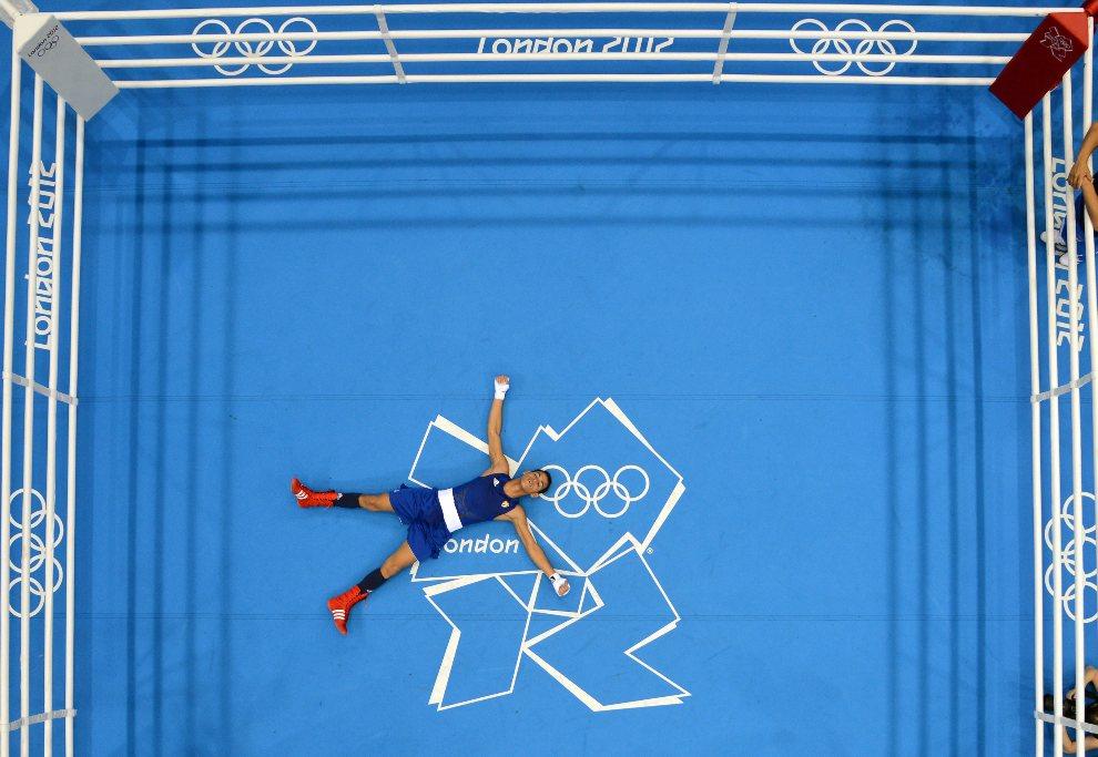 4.WIELKA BRYTANIA, Londyn, 12 sierpnia 2012: Kubańczyk Robeisy Ramirez Carrazana cieszy się ze zdobytego złotego medalu. AFP PHOTO / Jack GUEZ