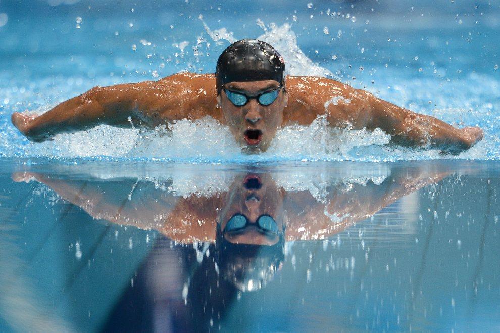 7.WIELKA BRYTANIA, Londyn, 28 lipca 2012: Michael Phelps (USA) płynie w finałowym wyścigu na dystansie 400 m. AFP PHOTO / MARTIN BUREAU