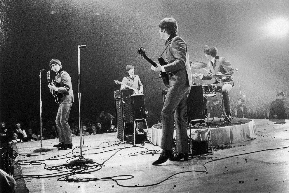 7.	USA, Waszyngton, 13 lutego 1964: The Beatles w trakacie występu w Washington Coliseum. (Foto: Central Press/Getty Images)