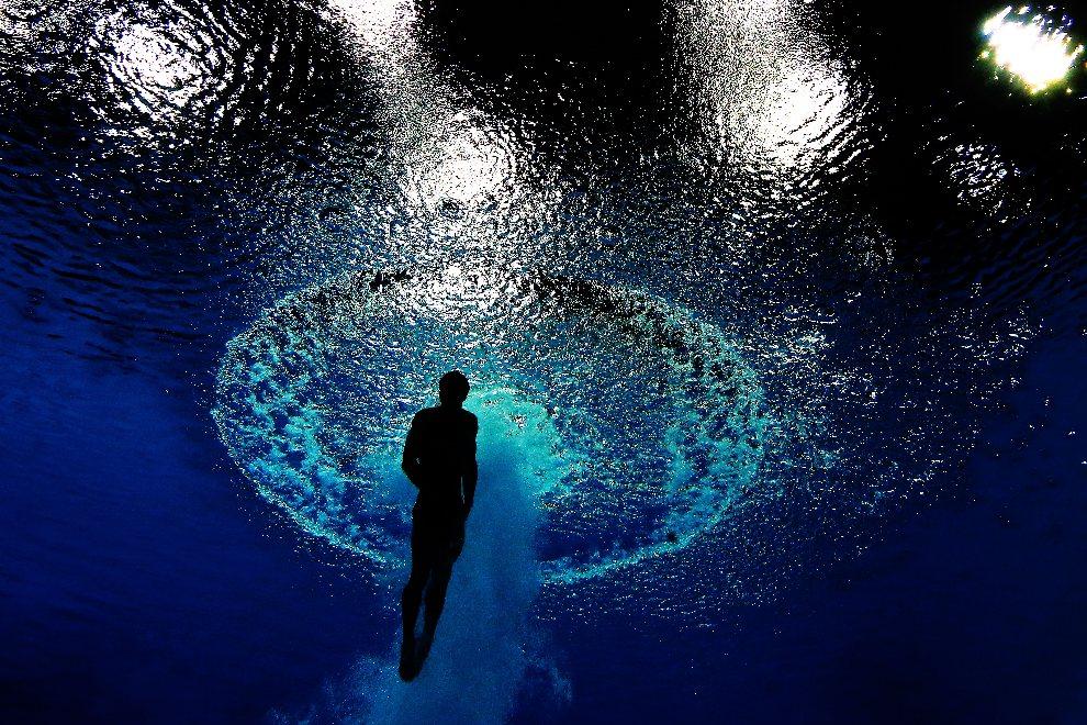9.WIELKA BRYTANIA, Londyn, 6 sierpnia 2012: Kai Qin (Chiny) wynurza się z basenu po skoku oddanym z wysokości 3m. (Foto: Clive Rose/Getty Images)
