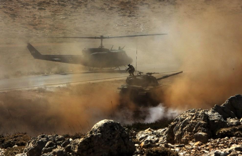 14.LIBAN, Oyoun Al-Siman, 26 września 2012: Ćwiczenia wojskowe w górzystym rejonie Ouyoun al-Siman. AFP PHOTO / JOSEPH EID