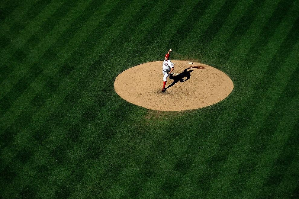27.USA, Waszyngton, 24 września 2012: Jordan Zimmermann z Washington Nationals rzuca piłkę w meczu przeciw Milwaukee Brewers. (Foto: Patrick McDermott/Getty   Images)