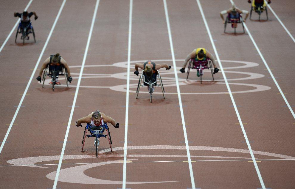 4.WIELKA BRYTANIA, Londyn, 6 września 2012: Brytyjka Hannah Cockroft wygrywa wyścig na dystansie 300 m. AFP PHOTO / ADRIAN DENNIS